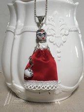 Collana dolls Frida Kahlo, collana con bambolina di ceramica di Deruta, ciondolo Frida Kahlo