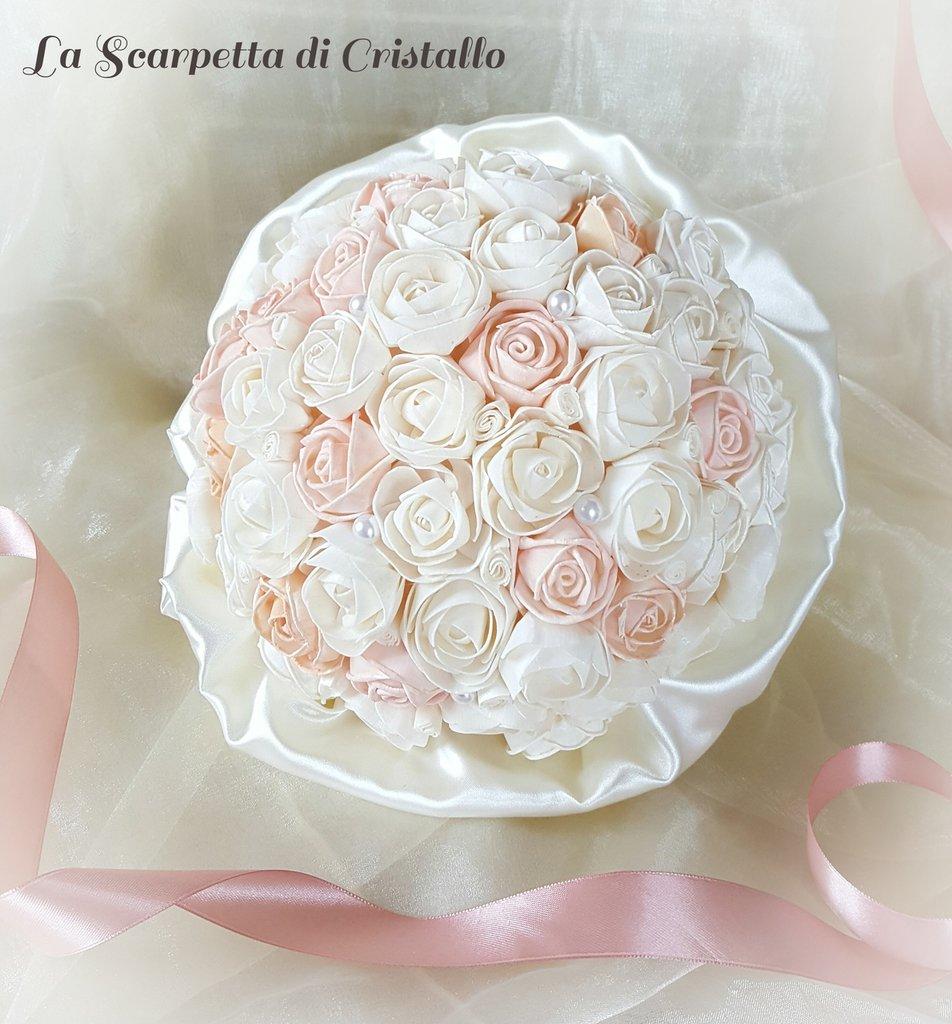 Bouquet di roselline in legno di balsa