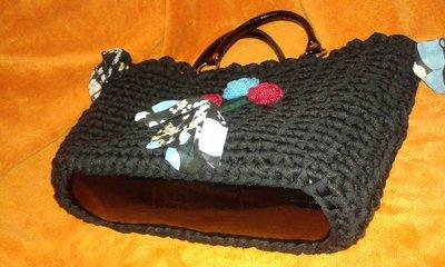 Borsa donna handmade nera realizzata all'uncinetto con della fettuccia lycra cotone idea regalo