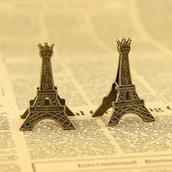 Clips in metallo colore bronzo a forma di Torre Eiffel cs1