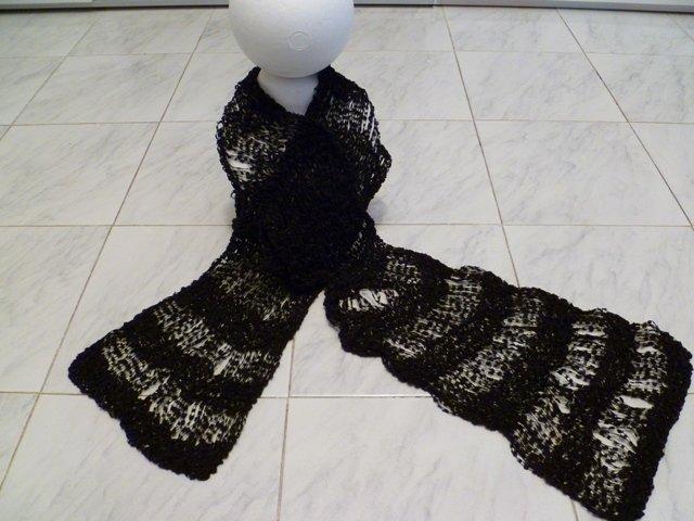 Sciarpa nera di cotone lavorato