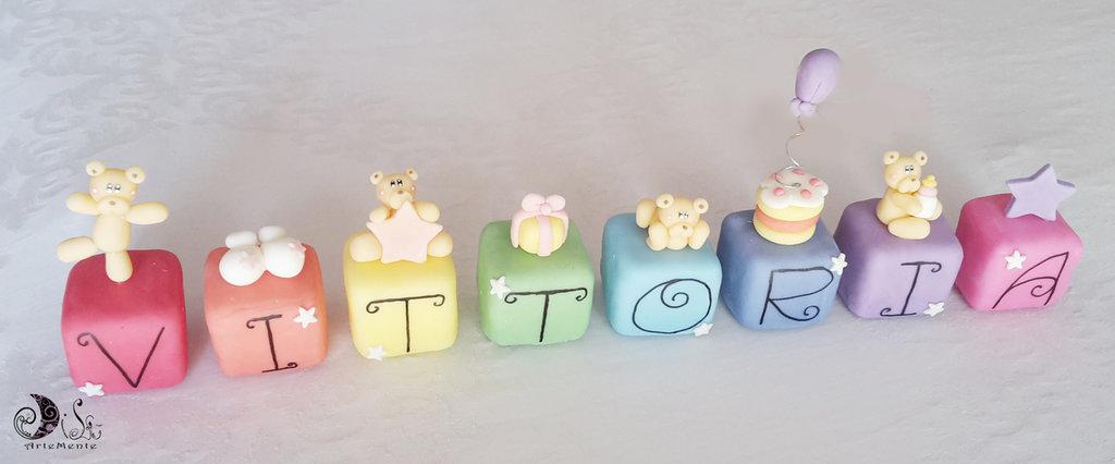 Cake topper cubi con orsetti in scala arcobaleno 8 cubi 8 lettere personalizzati primo compleanno con nome e soggetti a scelta