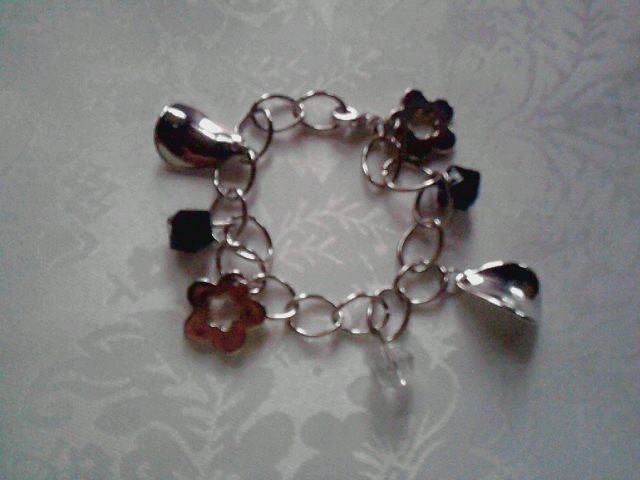 bracciale charms e perle