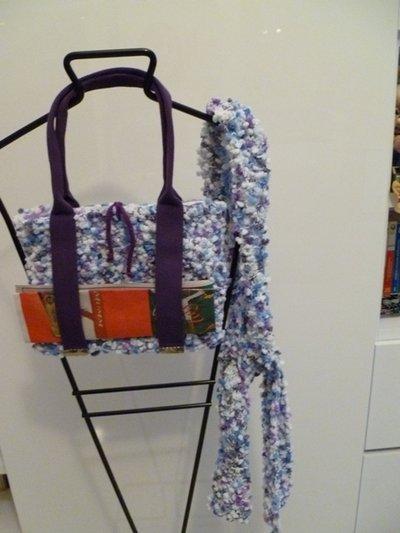 Borsa - sciarpa di lana con soffici nodini