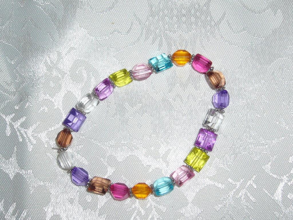 bracciale di perle colorate