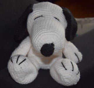 Amigurumi Snoopy seduto