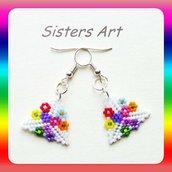 """Orecchini a triangolo """"Fiori color"""" realizzati con perline Miyuki delica"""