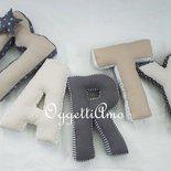 Cuscini a sagoma di lettera per decorare la cameretta di Martino: 5 morbidi cuscini materasso a forma di lettera come idea regalo