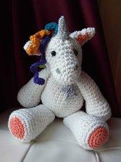 Amigurumi, l'unicorno con il corno d'argento