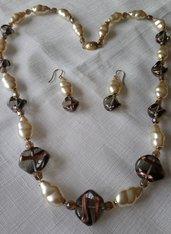 Parure collana e orecchini con perle di vetro e vetro di murano
