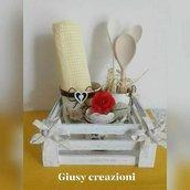Set cucina country chic composto da 3 barattoli,cassettina, fiori di stoffa