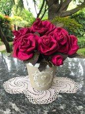 Vaso shabby con rose di seta