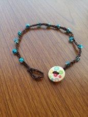 Cavigliera di perline azzurre all'uncinetto e chiusura in bottone di legno decorato, cavigliera fatta a mano, cavigliera di cotone