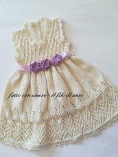 Abitino bambina in bianco panna con cinturina e fiori lilla