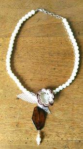 Collana di perle con ciondolo in tartaruga è roselline fatta a mano ad uncinetto