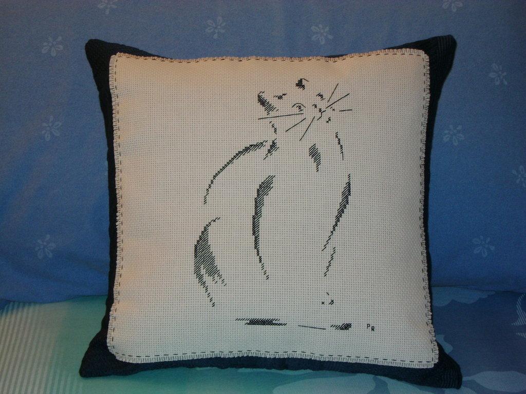 Cuscino ricamato gatto