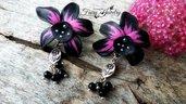 Orecchini orchidee nere pendenti modellate a mano bigiotteria gioielli fimo idea regalo