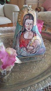 Madonna dipinta su pietra