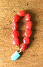 Bracciale perle rosse schiacciate con ciondolo con perla di pasta di turchese