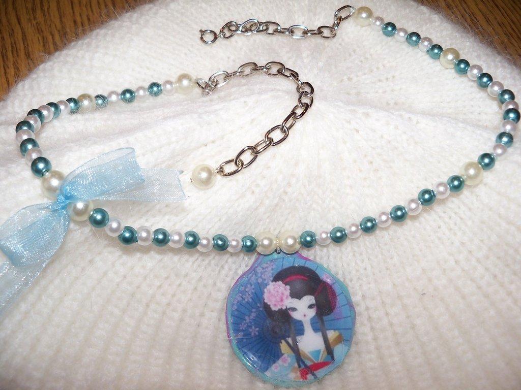 Collana in perle con ciondolo Geisha
