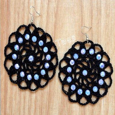 FOTO DIMOSTRATIVA orecchini realizzati a uncinetto con cotone al 100% strass e monachelle senza nichel