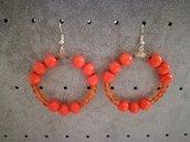 Orecchini a cerchio con perle arancioni