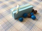 Scatolina battesimo bimbo confetti azzurra con nastrino di chiusura avorio