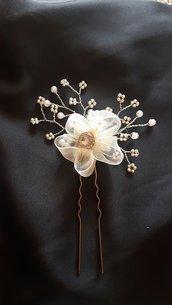 forcina in metallo con fiore in organza