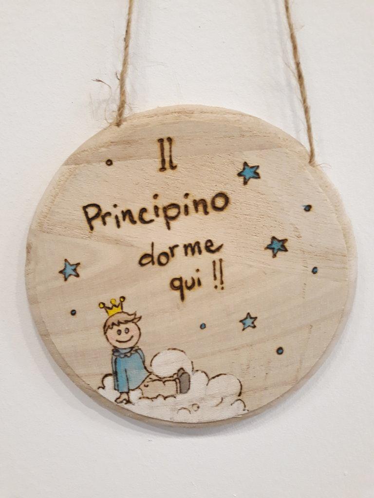 targa tonda in legno per cameretta bambino