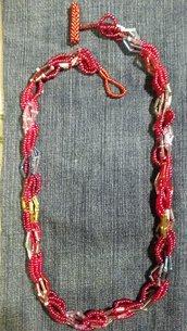 Collana spirale turca con perline rosse e perline lunghe di vetro