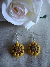 orecchini a forma di fiore in fimo
