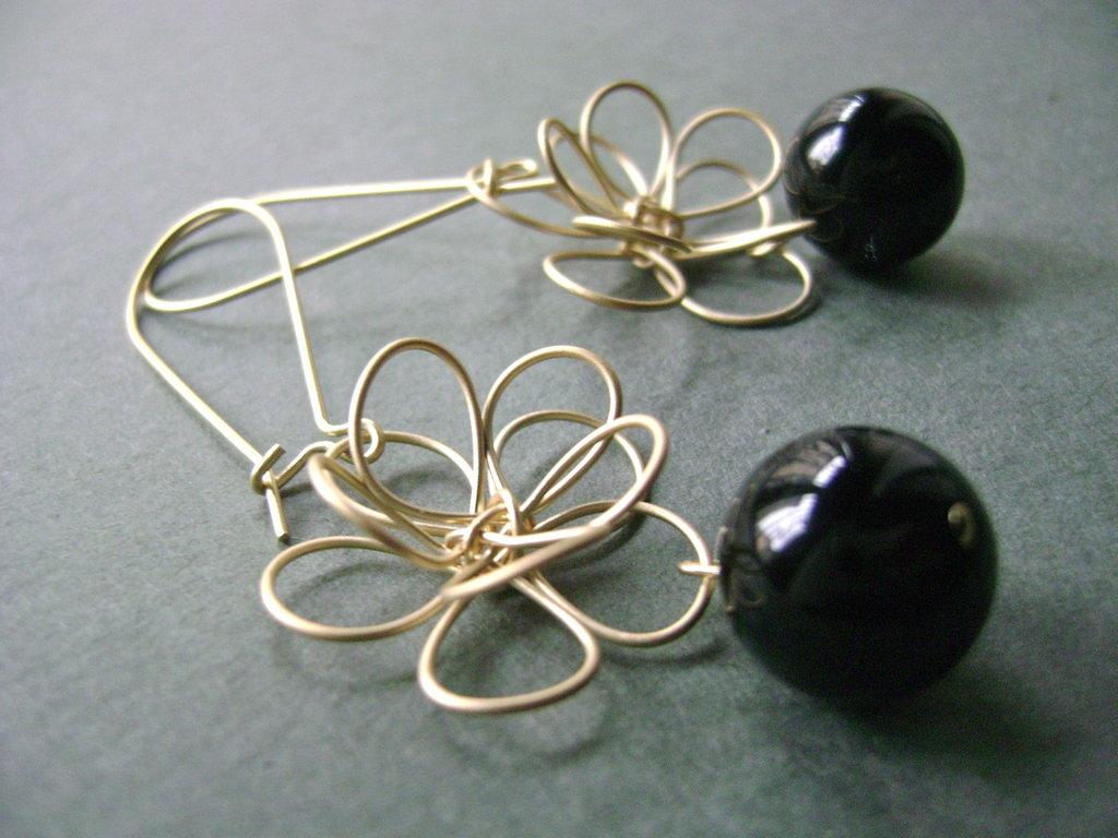 orecchini fiore placcato oro e perla turchese nera