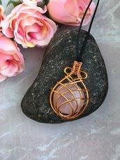 Collana ciondolo wire con pietra dura quarzo rosa e filo di rame