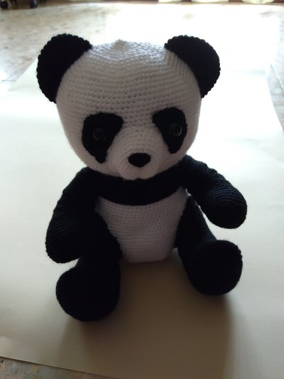 Panda amigurumi a maglia (27 cm)