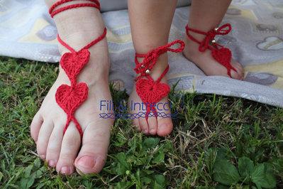 decorazioni per piedi mamma e figlia uncinetto cuore rosso fatto a mano