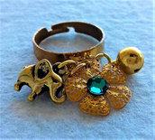 Anello dorato regolabile con charms