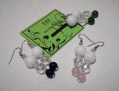 Tris di orecchini con agata bianca e cristalli rosa, verdi e blu