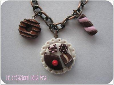 """Collana con mini """"Vassoio dolci"""" in fimo"""