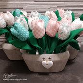 Vaso di tulipani in stoffa