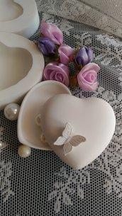 Stampo scatola cuore cm.8x8x4h con farfalla posizionabile