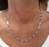 Collane rosario con cristalli sfaccettati.