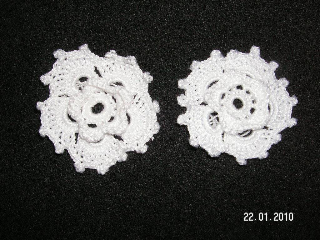 fiorellini all'uncinetto (bianchi)