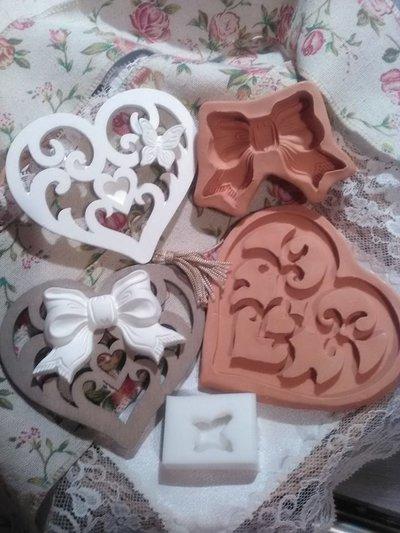 stampo cuore traforato con fiocco e farfalla (3 pezzi) cm.10x9