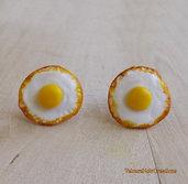 Orecchini a perno uovo fritto in fimo