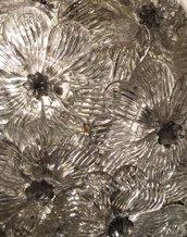 Rosetta o fiore , pezzi di ricambio o sostituzioni per lampadari di Venini e specchi Veneziani , in vetro soffiato di Murano, con chiodi per essere appese