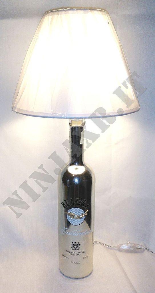 Lampada Bottiglia Vodka Beluga Celebration riciclo creativo arredo design idea regalo riuso