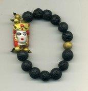 BRACCIALE elastico in lava nera con testa di moro femminile in ceramica di Caltagirone