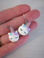 orecchini unicorno in fimo, gioiello fatto a mano, bijoux fantasy, miniature, accessori in fimo, regalo per lei