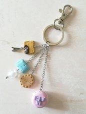 Portachiavi o charms da borsa, pendenti in fimo, macarons, biscotto, caramella, ispirazione Parigi, gioiello artigianale, idea regalo
