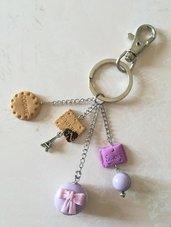 Portachiavi o charms da borsa, pendenti in fimo, macaron lilla, biscotto, caramella, ispirazione Parigi, gioiello artigianale, idea regalo